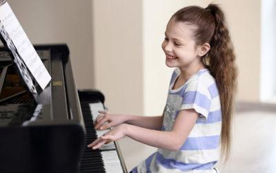 Pianoforte moderno Suona la tua canzone o melodia preferita
